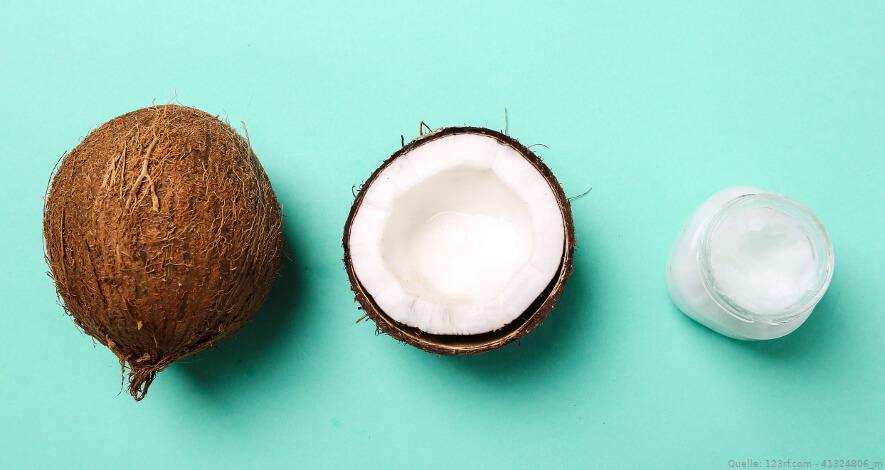 Kokosnüsse mit Kokosöl