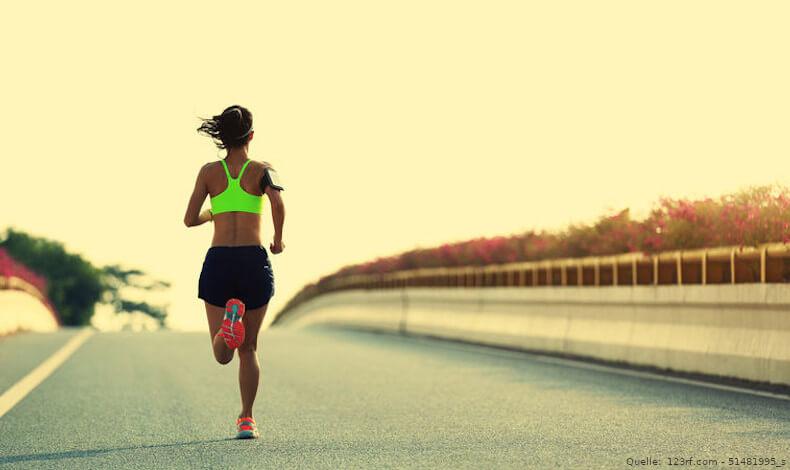 Läufer auf Asphalt