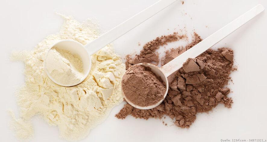 Proteinpulver Nahaufnahme inklusive Löffel